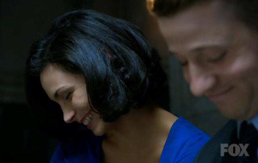 Gotham Leslie laugh Morena Baccarin Jim smile Ben McKenzie