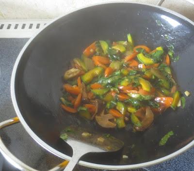 Gemischtes Gemüse aus dem Wok