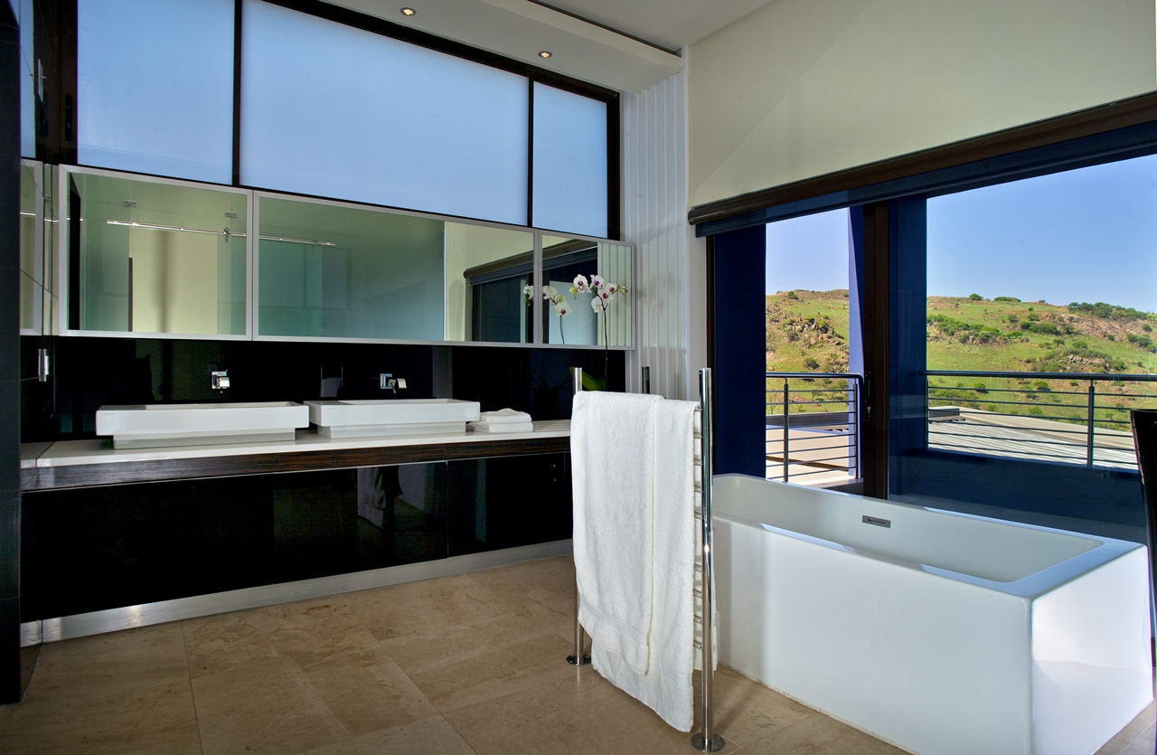 World of architecture mansion houses as castles of 21st for Modern bathrooms south africa