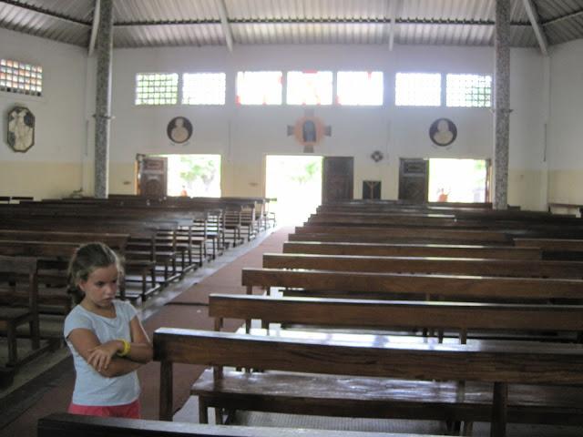 Interior de la Iglesia de San Francisco Javier, Fadiouth, Senegal