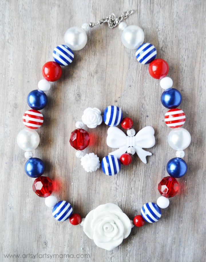 DIY Patriotic Jewelry Tutorial at artsyfartsymama.com