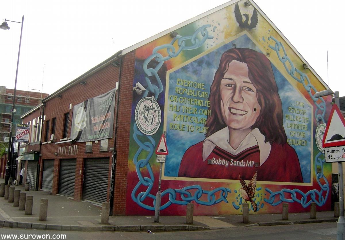 Mural dedicado a Bobby Sands en un edificio del Sinn Fein en Belfast