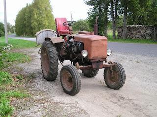 Фотографии колесного трактора ХТЗ Т-25.
