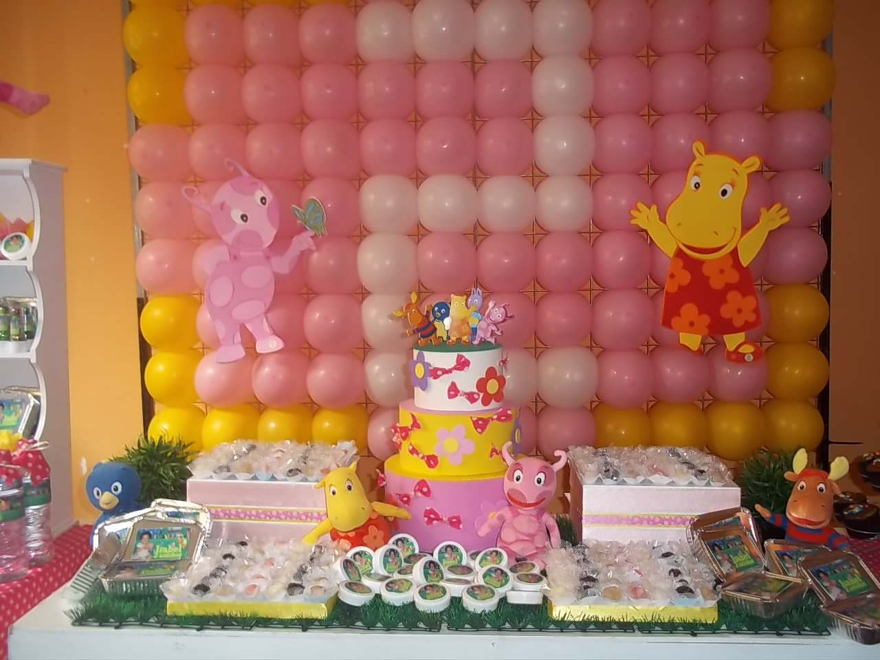 Barbie Cake with chocolate, funfetti and lemon cupcakes