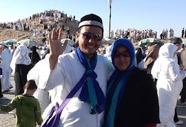 Foto bersama Istri tercinta saat di bukit Uhud