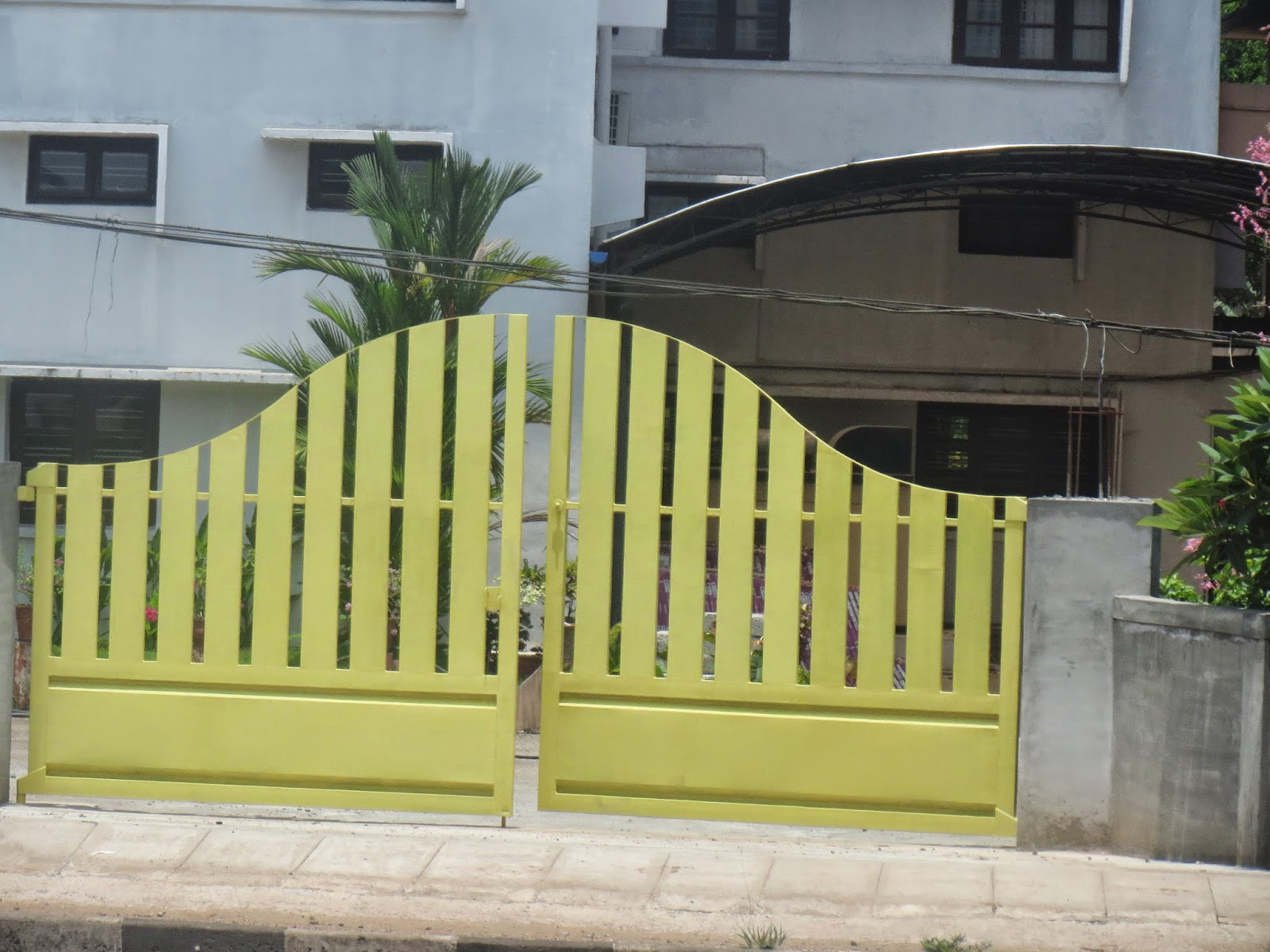 Kerala gate designs gates in kerala for Home gate design