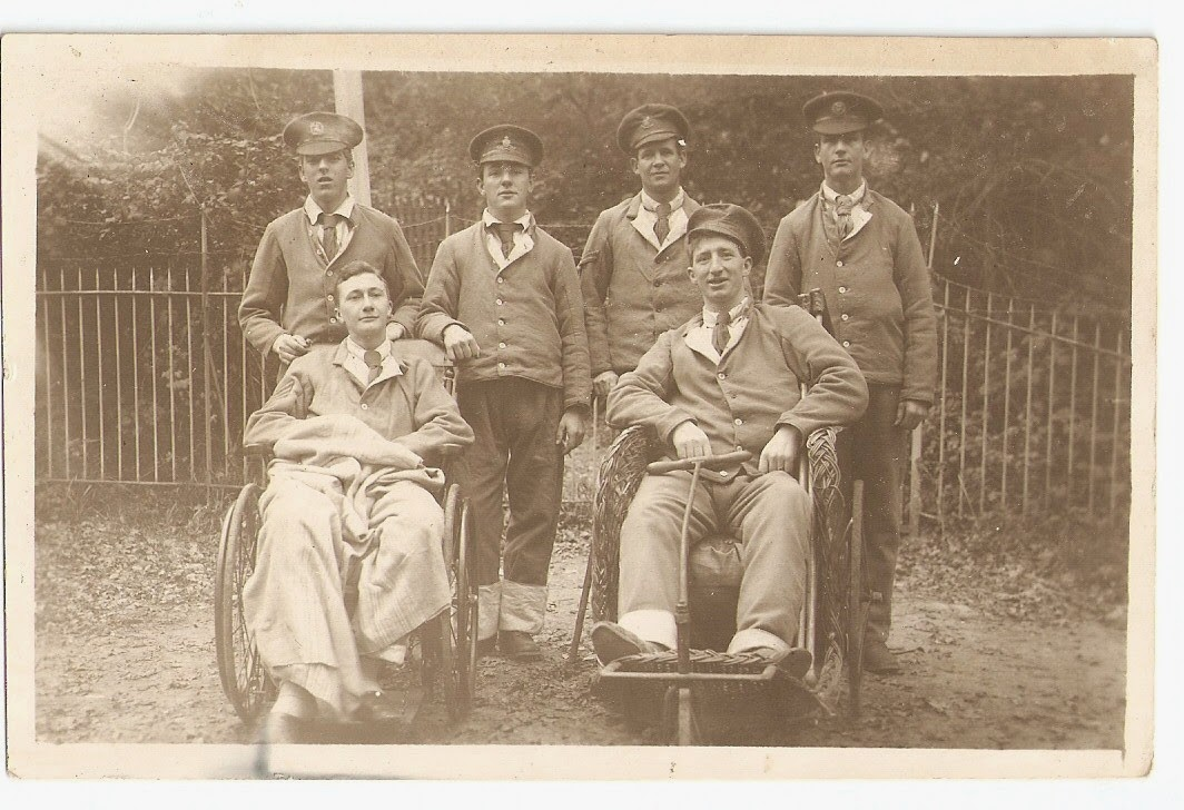 Wounded British soldiers