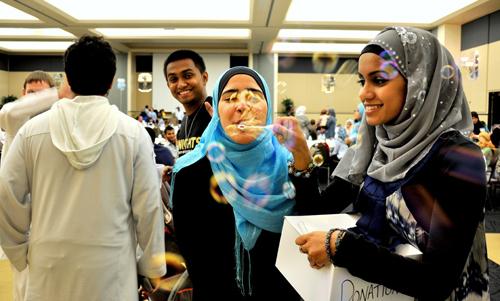 Cara Mahasiswa Muslim di Amerika Berpuasa