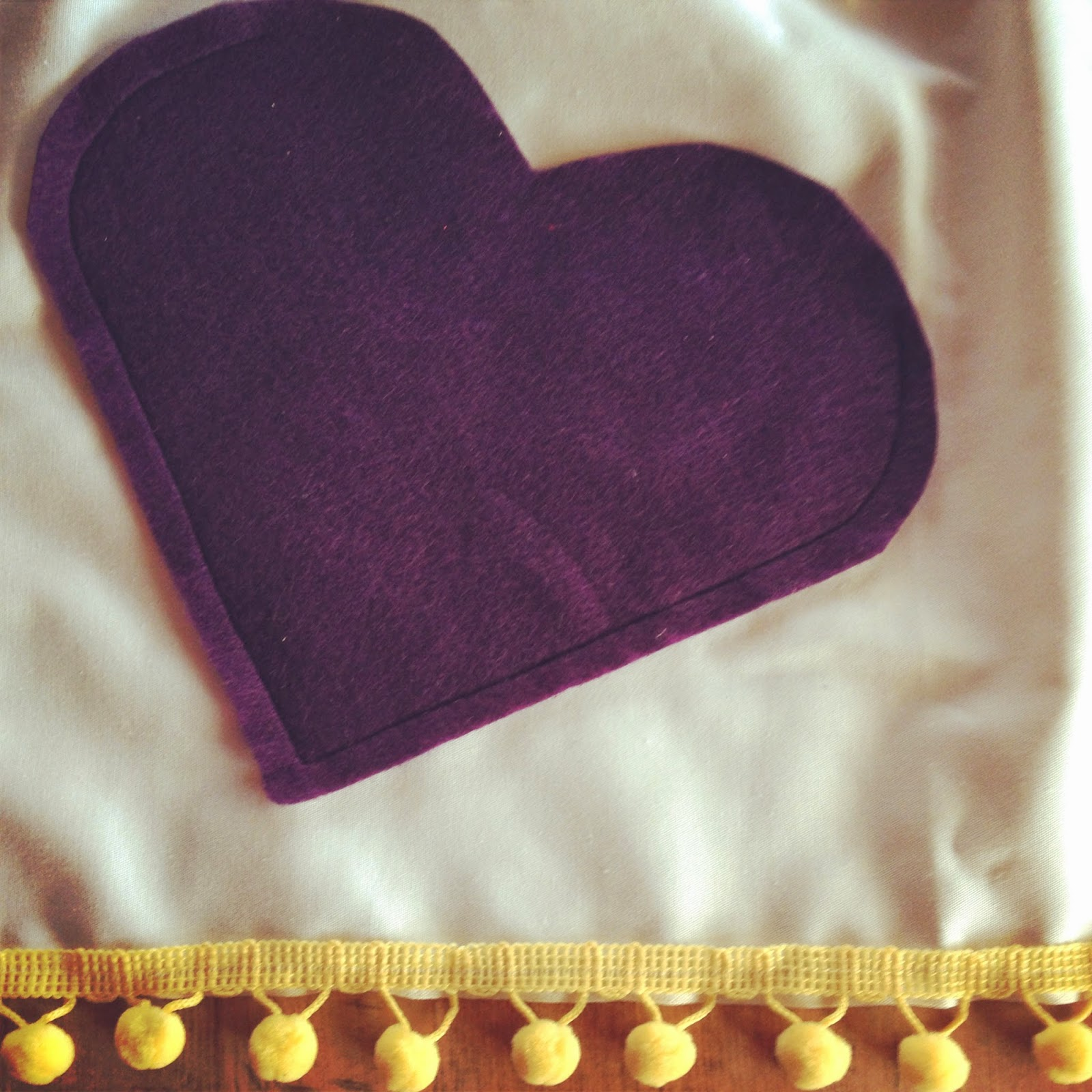 kids apron DIY pom pom heart pocket