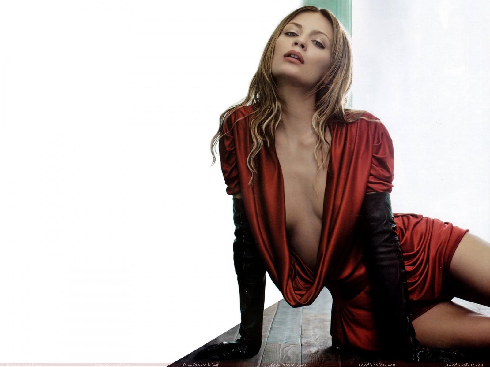Mischa Barton-Hot Wallpapers ~ Fun Hungama
