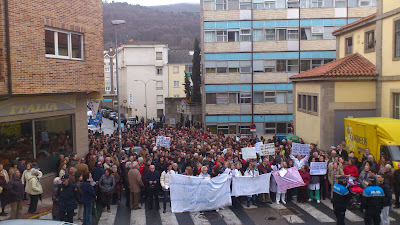 Manifestantes frente al hospital Virgen del Castañar de Béjar