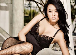 Foto Mesra Ariel Dengan Model Sexy Devi Liu
