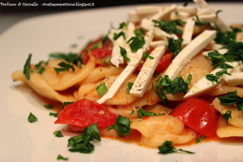 strascinati con ricotta salata, pomodorini e cipollotti - italia nel piatto
