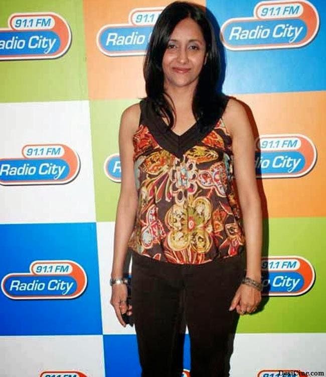 20+Hot+Female+Singers+Of+Bollywood014