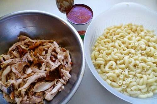 (Nui Gà Sốt Cà Chua) - Chicken with Pasta in Tomato Sauce