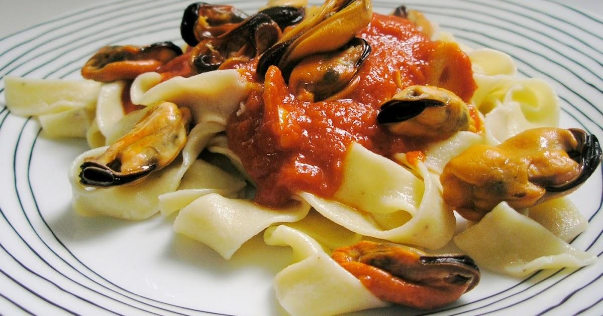 La cocina con cari o fettuccine caseros con salsa for Hacer salsa marinera
