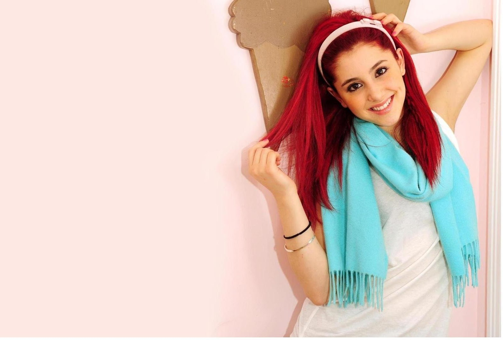 Ariana Grande Wallpapers Free Download
