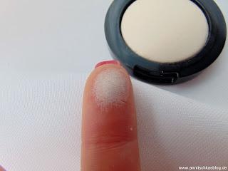 Essence - I love Nude Eyeshadow - 01 Vanilla Sugar Swatch - www.annitschkasblog.de