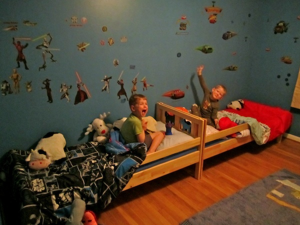 Life with 2 Lads & a Lass: Boys Bedroom Make-
