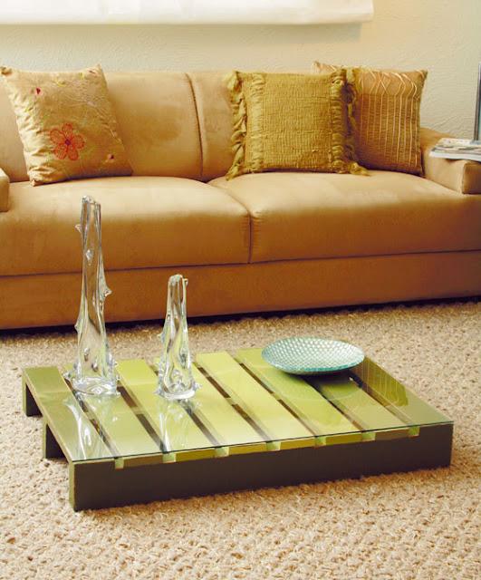 como fazer uma mesa de centro com caixote de madeira