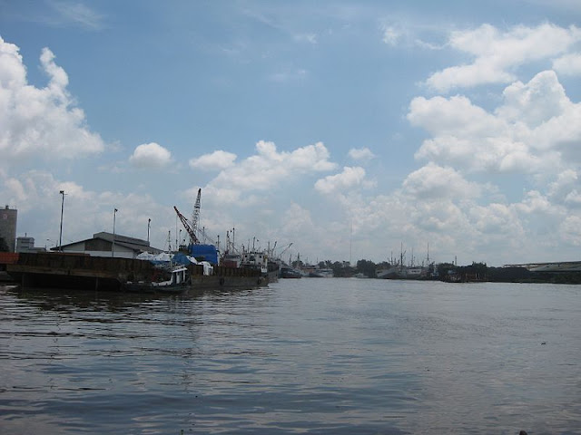 Gambar Transportasi Angkutan Sungai 01