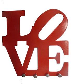 Letras escrito LOVE usadas no porta chaves