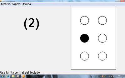Imagen de la aplicación Nela donde se muestra el cajetín braille y el usuario aprende a pulsar el punto 2 con el dedo corazón en la letra D
