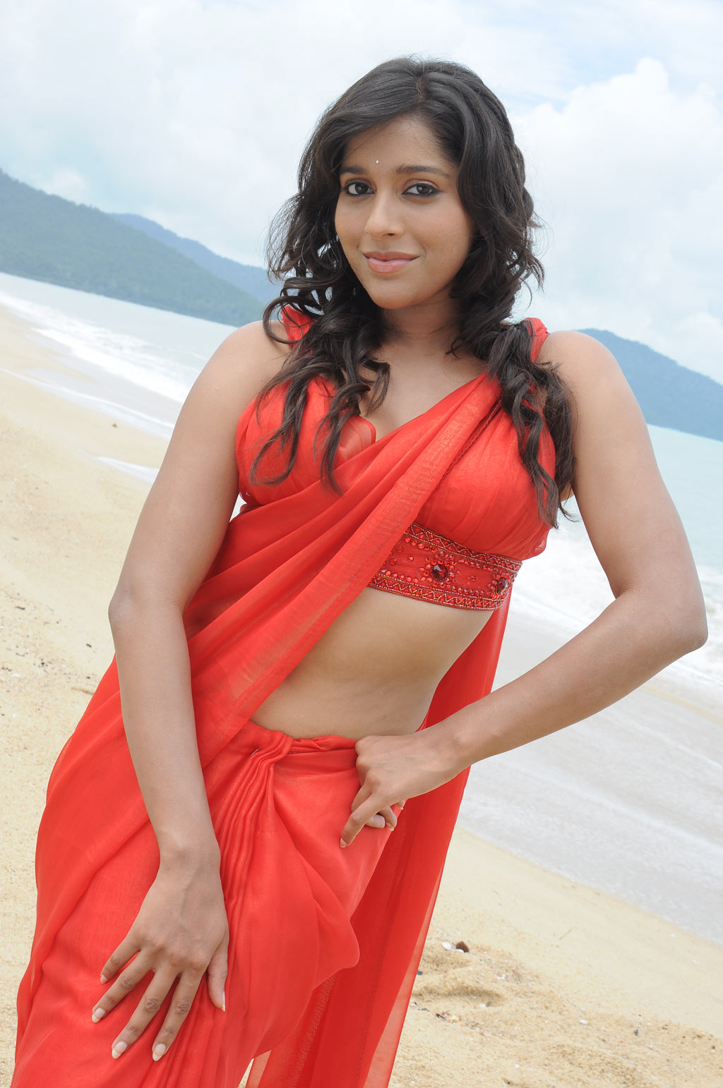 anchor rashmi gautam hot navel show stills   hot blog photos