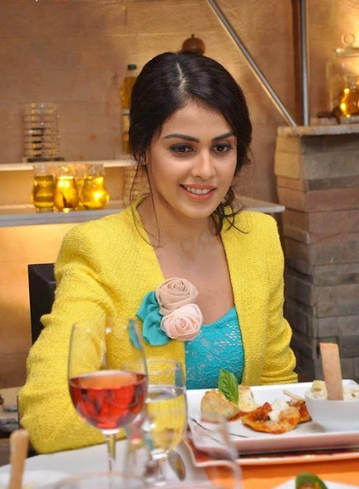genelia hot images