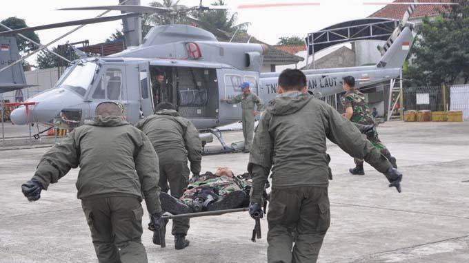 Satuan Tugas Medical Civic Action Project (Satgas Medcap) TNI Angkatan Laut, menggelar latihan evakuasi udara di Lapangan Terbang TNI AL Pondok Cabe, Jakarta