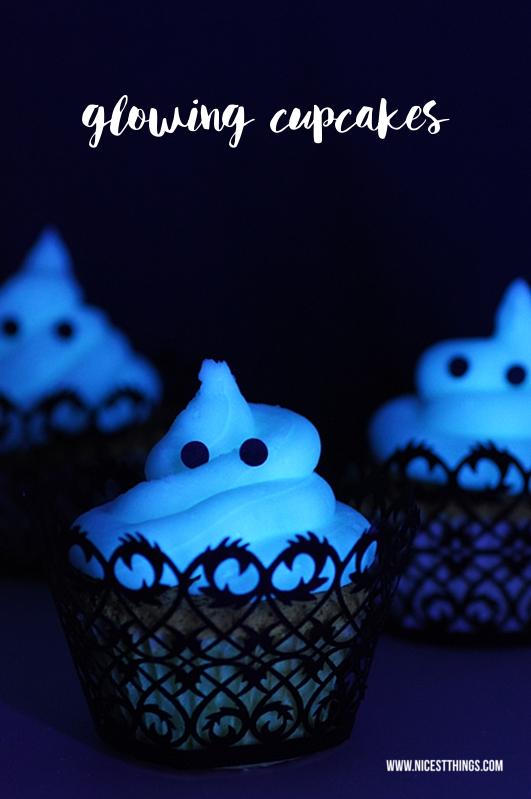 Glow In The Dark Cupcakes Halloween Cupcakes #cupcakes #halloween #glowinthedark