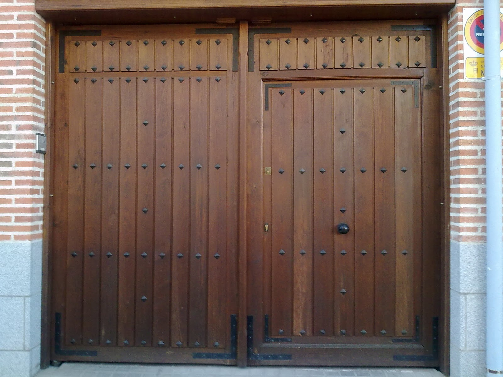 Portones de madera fabritecma - Armarios empotrados rusticos ...