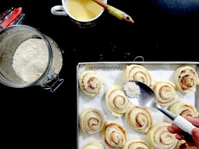 Swedish Cinnamon Rolls (Kanelbullar) || homefoodstory.blogspot.com