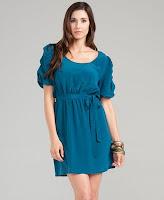 vestido azul com manga princesa