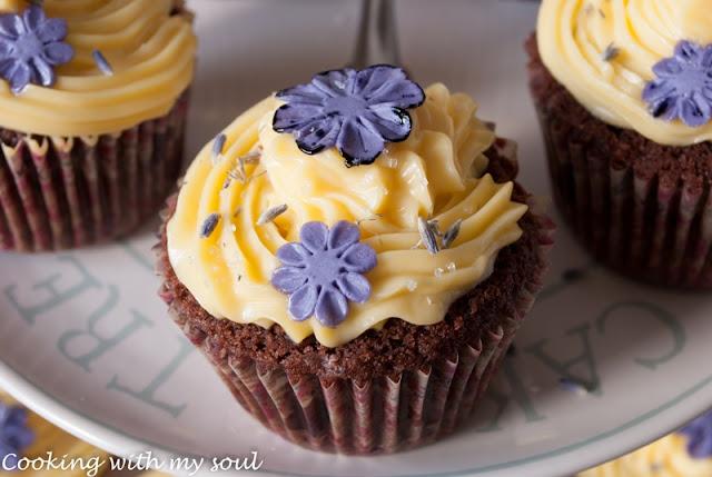 Cupcakes cu lavanda si frosting de lamaie