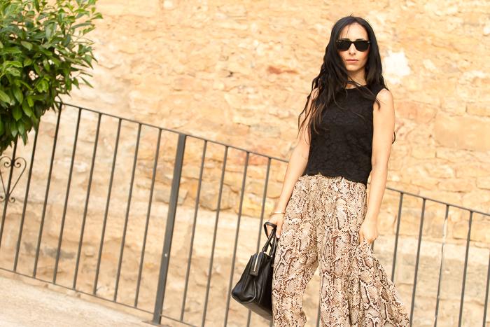 snake_print_pattern blazer-pants matchy-matchy_outfit