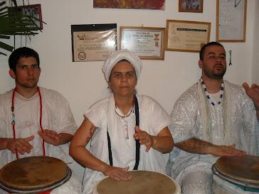 Tocando os tambores sagrados