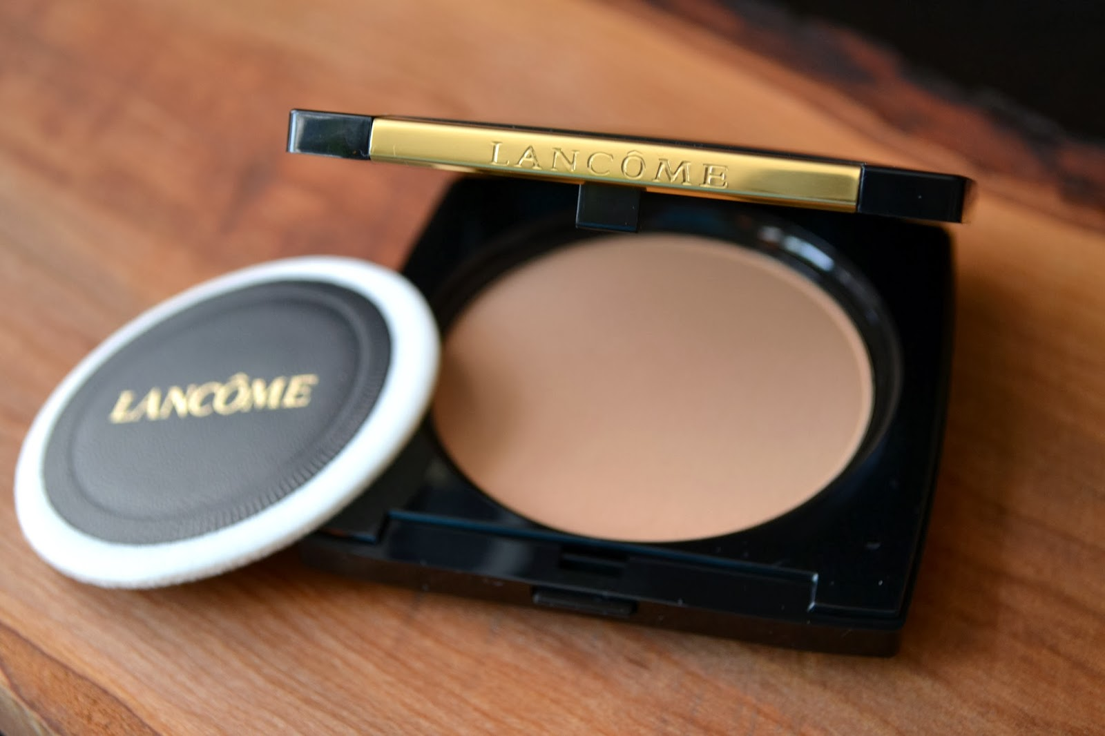 The Staycationer: Lancome | Dual Finish Versatile Powder