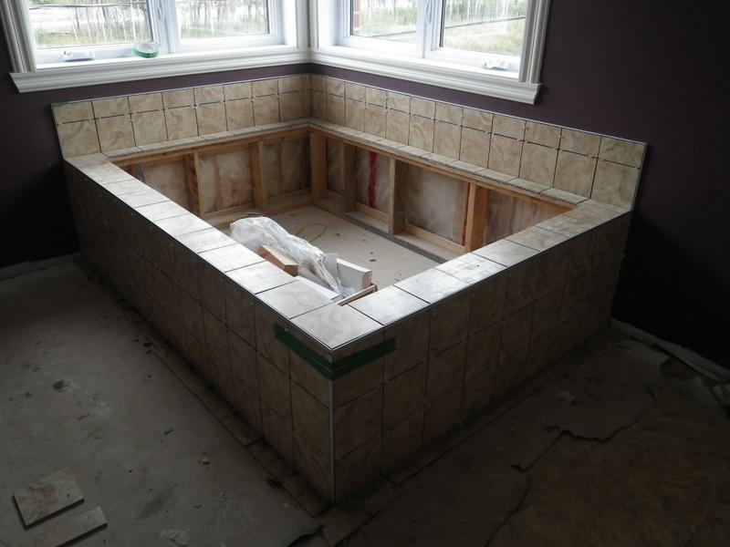 jour 122 de travail c ramique podium du bain chez les. Black Bedroom Furniture Sets. Home Design Ideas