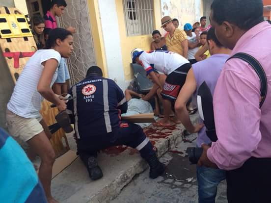 http://www.blogdofelipeandrade.com.br/2015/09/imagem-em-destaque-grave-acidente-na.html