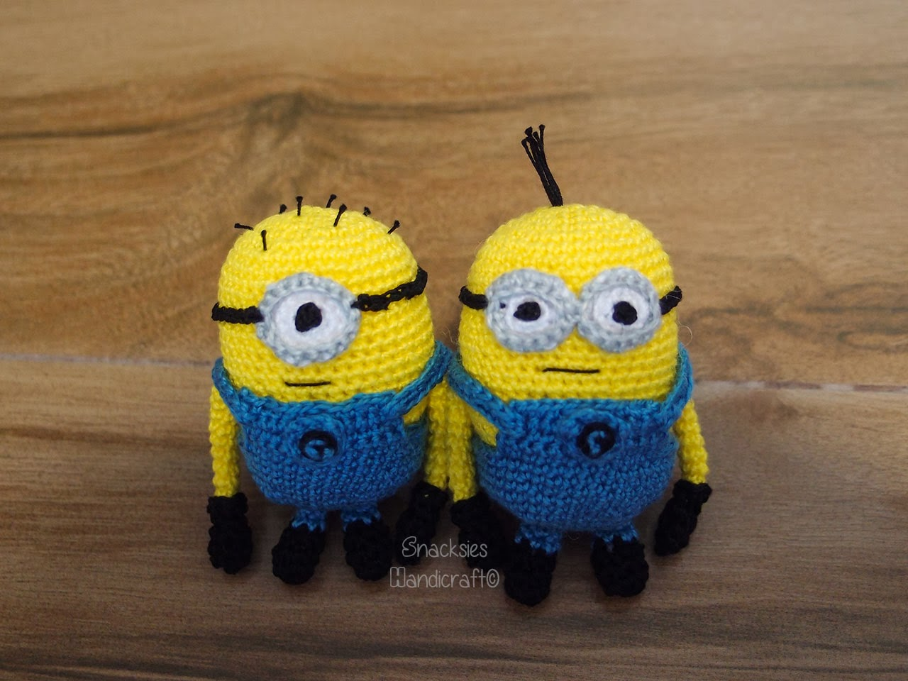 Free Crochet Pattern For Minion Toy : Mini Minions Amigurumi ~ Snacksies Handicraft Corner