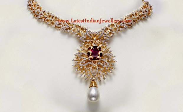 Fascinating Diamond Necklace Ruby Center