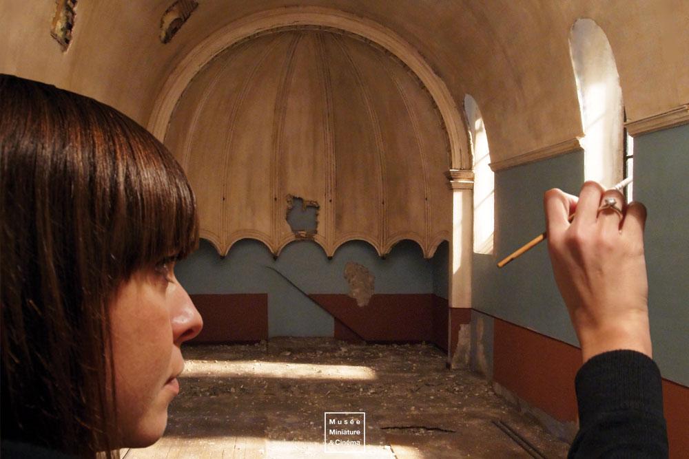 05-Fabrication-de-la-Chapelle-Laurie Courbier-Dan-Ohlmann-Musée-Cinéma-et-Miniature-Miniature-Movie-Sets-and-Realistic-Sculptures-www-designstack-co