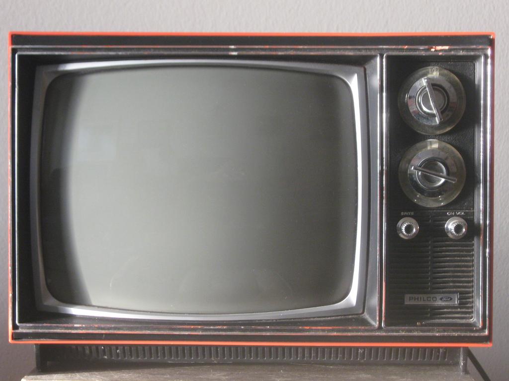 esos 70 s 80 s y 90 s en mi ni ez en los 70 s y 80 s en un televisor philco blanco y negro. Black Bedroom Furniture Sets. Home Design Ideas