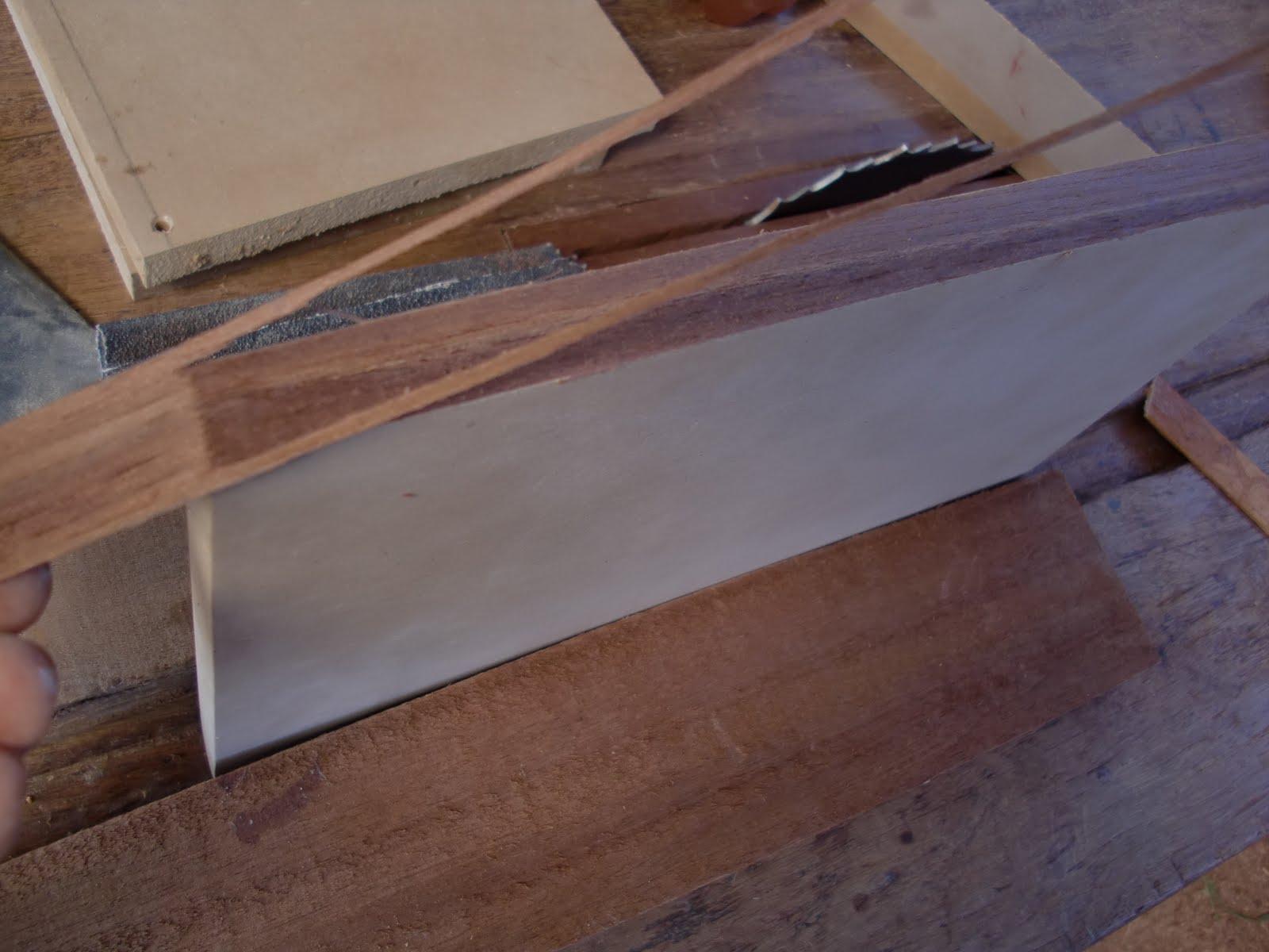 Decoraciones manualidades en madera pegar lamina de - Forrar paredes de madera ...