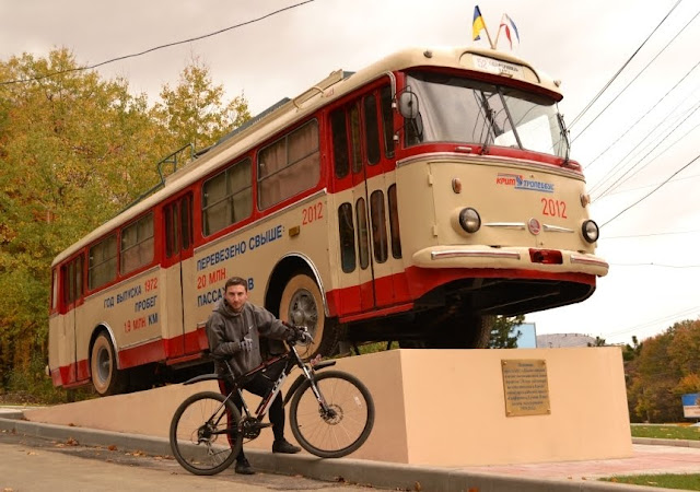 Памятник троллейбусу в Крыму. Русфет Кадыров