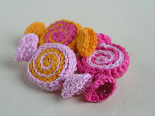 Amigurumi Yarn Type : Fiber Flux: Halloween Candy! 12 Free Crochet Treats...