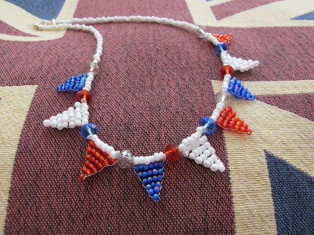 How to make a beaded bunting necklace