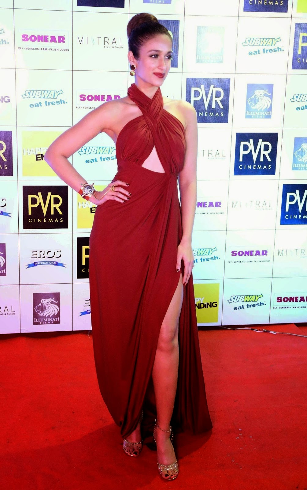 Ileana D'Cruz Looks Hot in Red Dress at the Premiere of Film 'Happy Ending'
