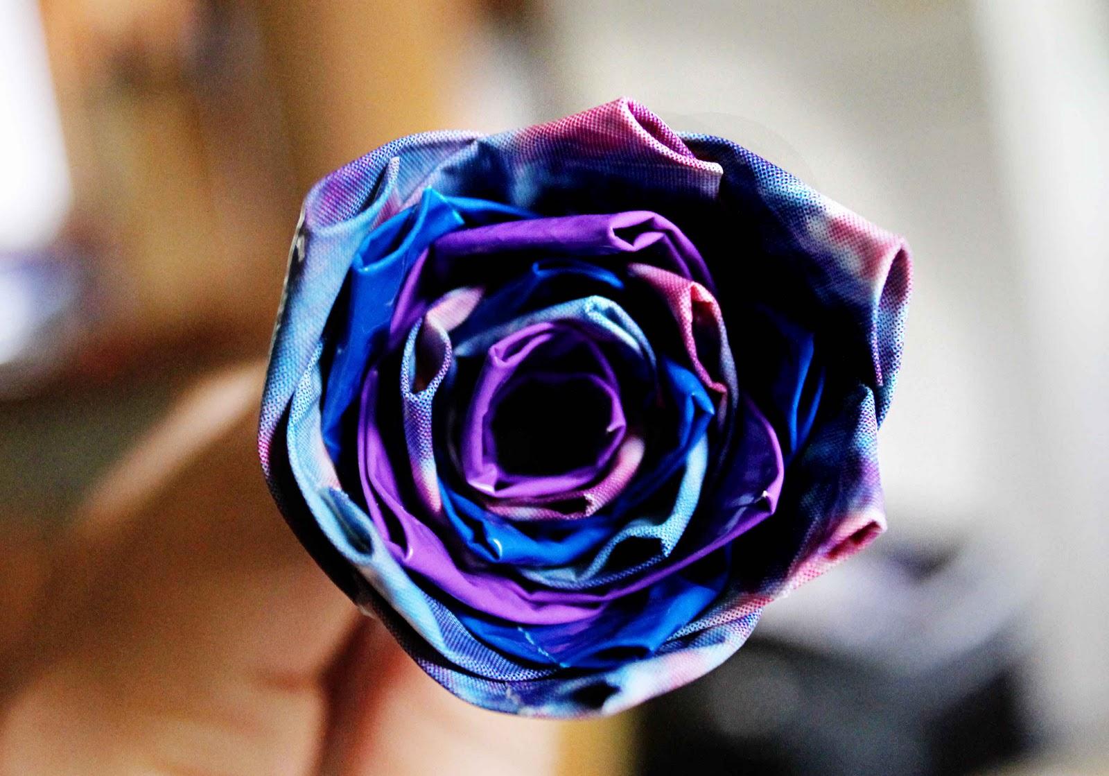 http://3.bp.blogspot.com/-6peGPCJpuM0/ToD2g7QkTWI/AAAAAAAACF4/ws7UVJ_DJxc/s1600/Duct+tape+flower+4.jpg